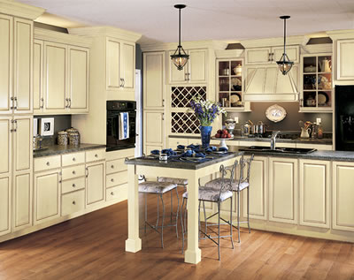 Kitchen Example Displaying The Armstrong Cabinet Style Tiara With The Vanilla Cream Caramel Glaze Finish