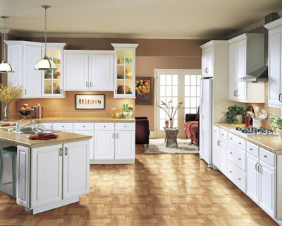 Delicieux Kitchen Example Displaying The Armstrong Cabinet Style Summit Hill With The  White Finish